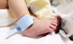 کردن نوزاد پسر 300x180 - چرا ختنه کردن نوزاد پسر مهم است؟!