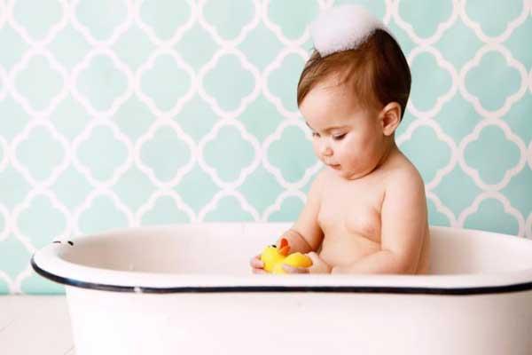 حمام کردن نوزاد بعد از ختنه